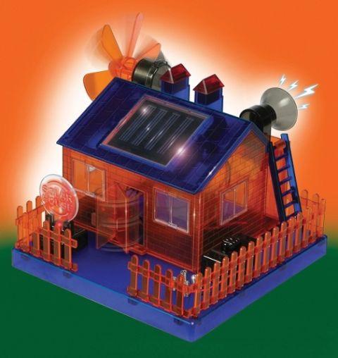 макет дома на солнечных батареях