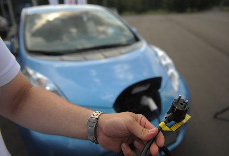 обыкновенная вилка для заправки электромобиля