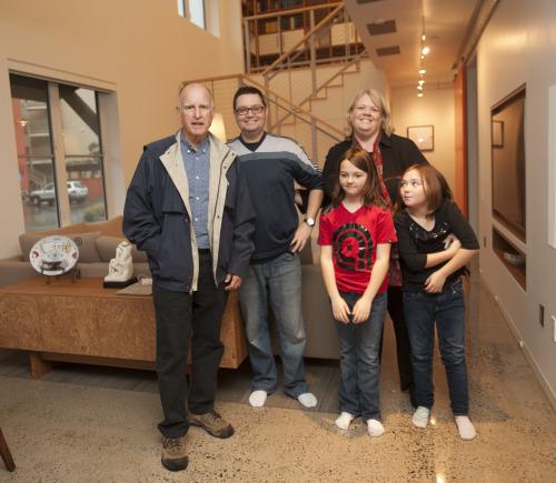 семья живущая в умном доме Honda