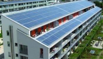 Солнечные панели на крышах новостроек