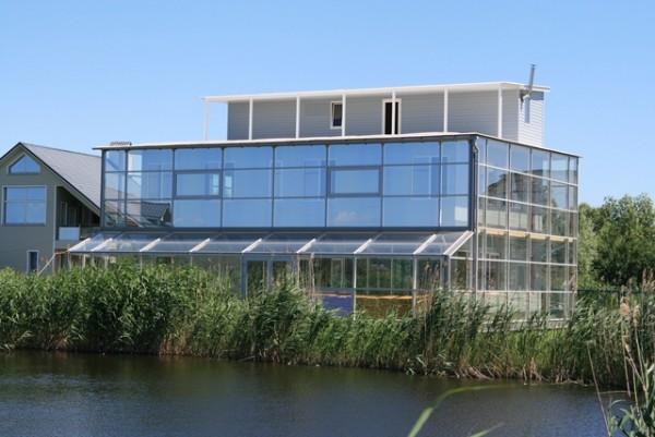 дом со стеклянными галереями