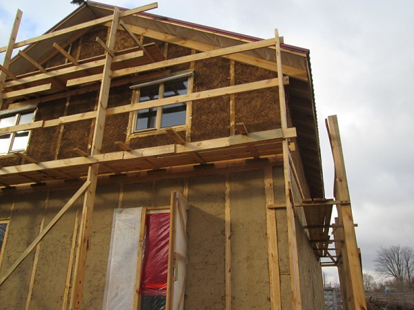 строим дом из соломы